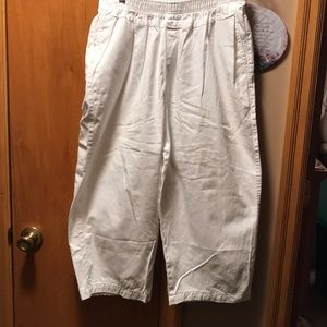 Cabin Creek women's White Capris. Size 16